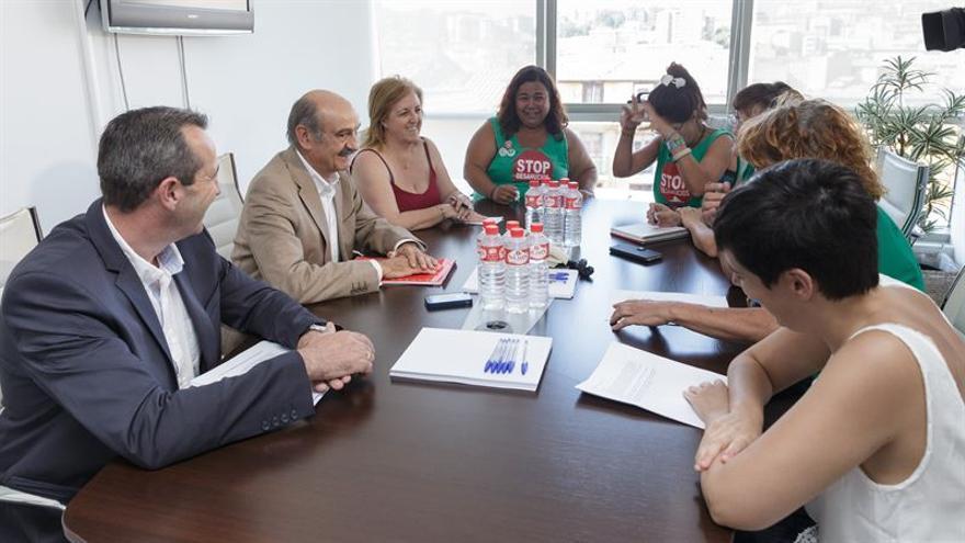 Miembros de las PAH de Santander, Torrelavega y Castro se han reunido con el consejero de Vivienda de Cantabria.