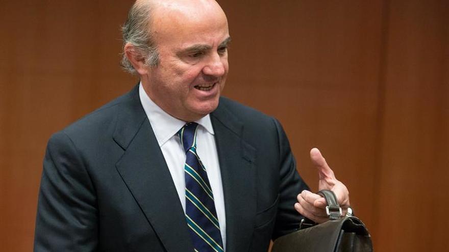 """De Guindos califica de """"buenas noticias"""" el aval al plan presupuestario"""