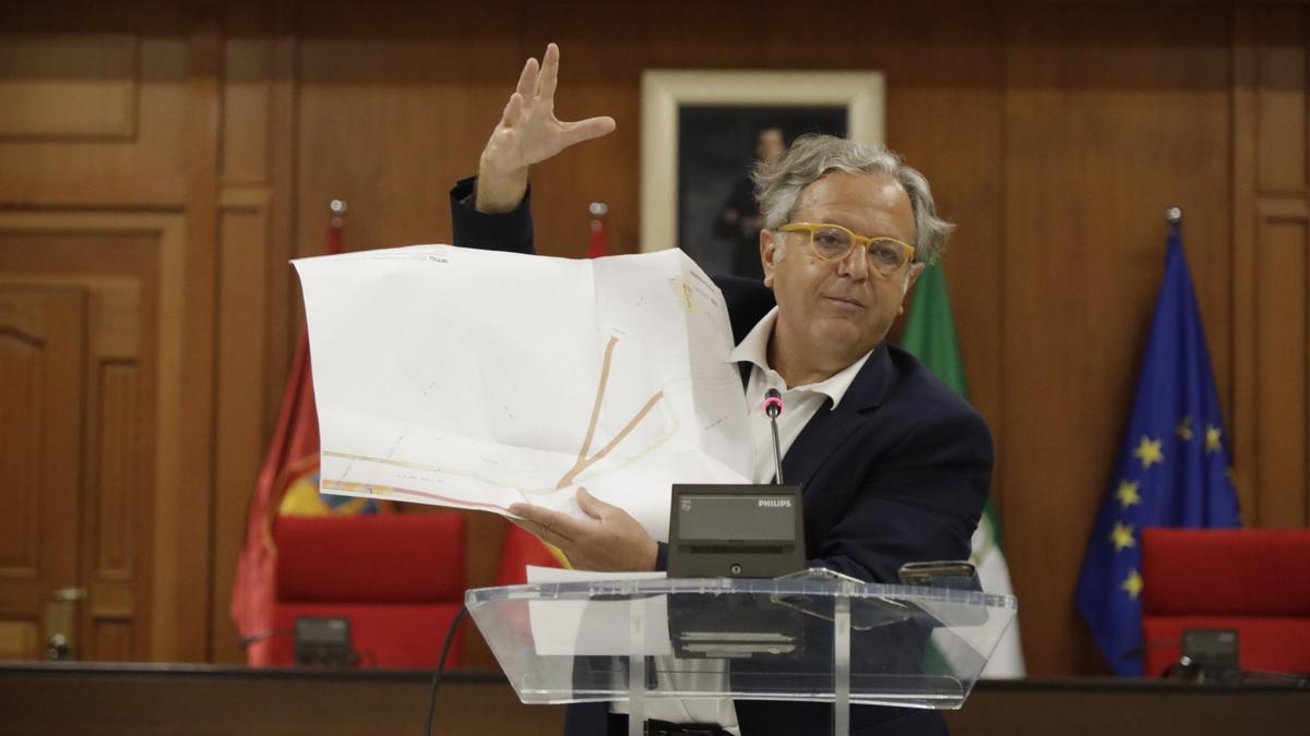 Salvador Fuentes, presentando el proyecto en la mañana de este lunes