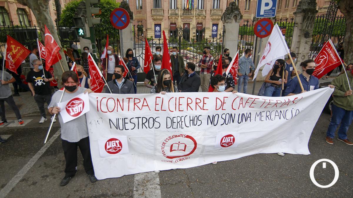 Protesta contra el cierre de las cafeterías en la Universidad de Córdoba