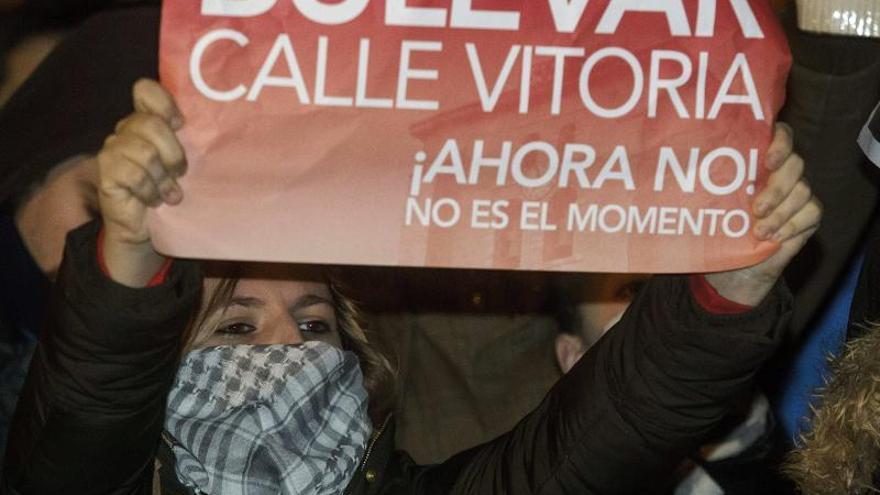 El alcalde de Burgos paraliza las obras y 8.000 manifestantes siguen la protesta