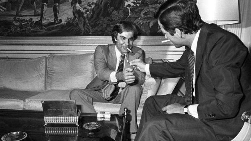 Felipe González y Adolfo Suárez en la Moncloa