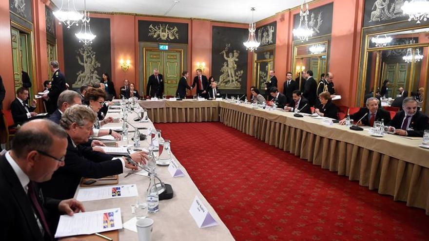 Bachelet defiende la estabilidad y la apertura de la economía chilena en Suecia