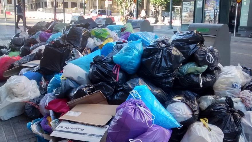 Los empleados de la limpieza en badajoz ratifican ir a la for Empresas de limpieza en badajoz