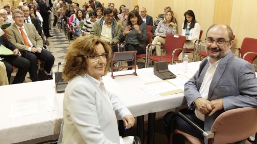 La consejera de Ciudadanía y Derechos Sociales, Marivi Broto, y el presidente de Aragón, Javier Lamban