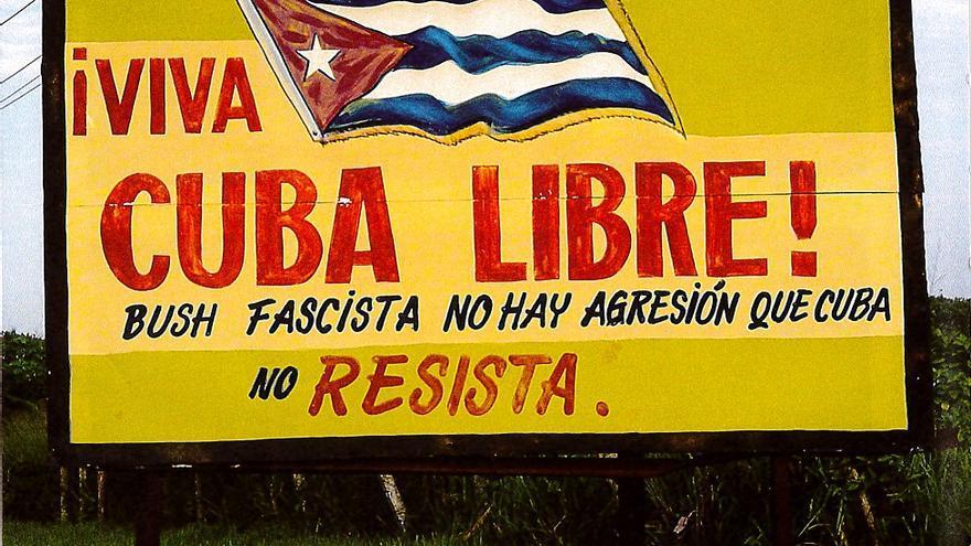 ¡Viva Cuba libre! Bush fascista no hay agresión que Cuba no resista. Año 2005. Foto: Editorial RM