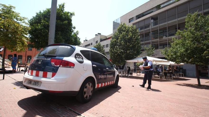 Un hombre asesina a su pareja y se entrega en una comisaría en Terrassa