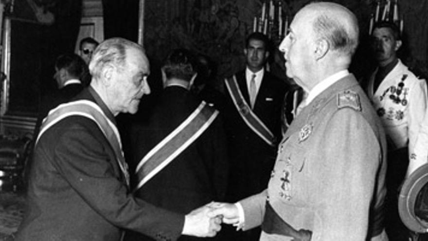 La medalla se le concedió en 1951.