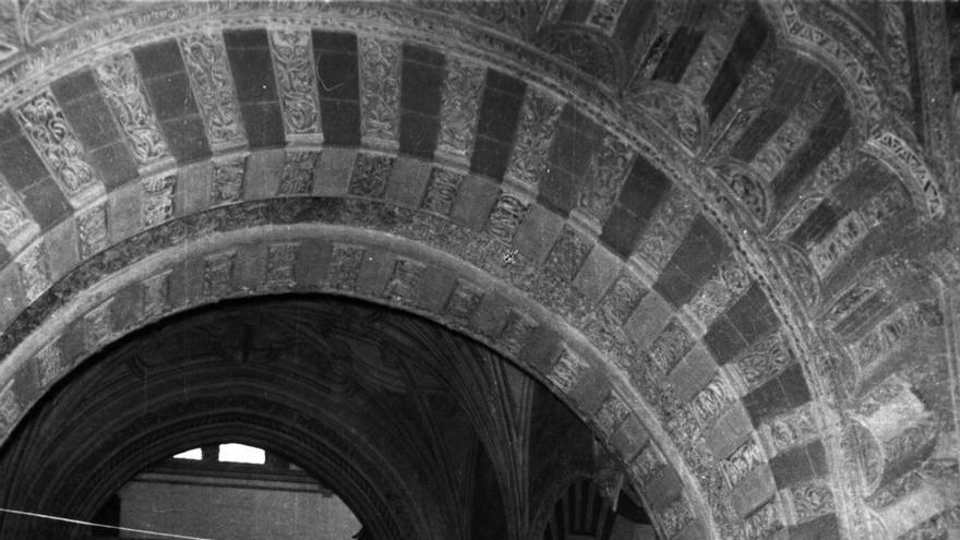 Foto: Inauguración del I Congreso de Cultura Andaluza el 2 abril de 1978 en la Mezquita-Catedral de Córdoba. Crédito: C&T Editores/Centro de Estudios Andaluces. Foto: Ladis