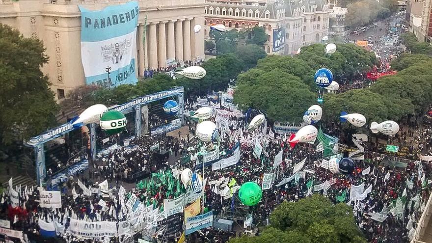 Marcha sindical en el centro porteño