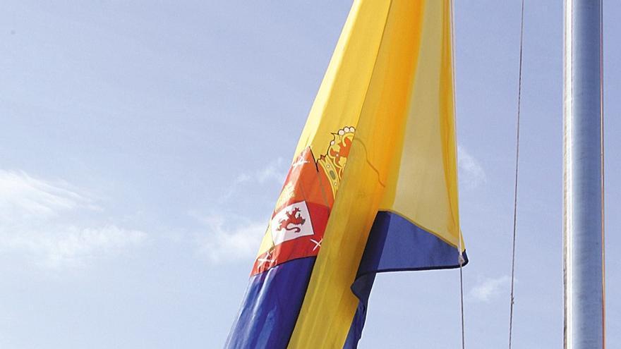 El Cabildo de Gran Canaria ordena retirar el mástil que en 2006 erigió José Manuel Soria para hacer ondear una bandera de 300 metros cuadrados