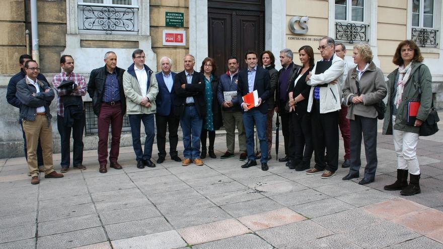 """Casares presenta a varios colectivos las """"diez medidas prioritarias para cambiar Santander"""""""