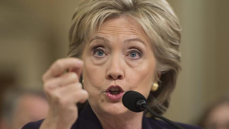 El FBI mantiene no hay razones para procesar a Clinton por el manejo de sus emails