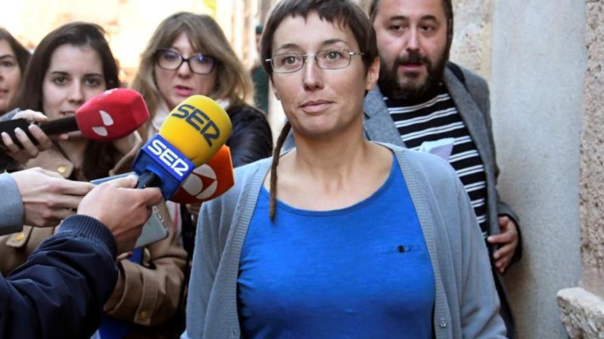 La concejala de Catarroja Datxu Peris, a su salida del juicio.