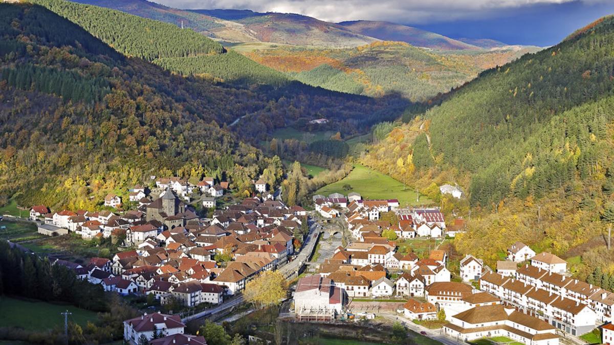 Vista aérea de Ochagavía, uno de los municipios navarros en riesgo extremo de despoblación