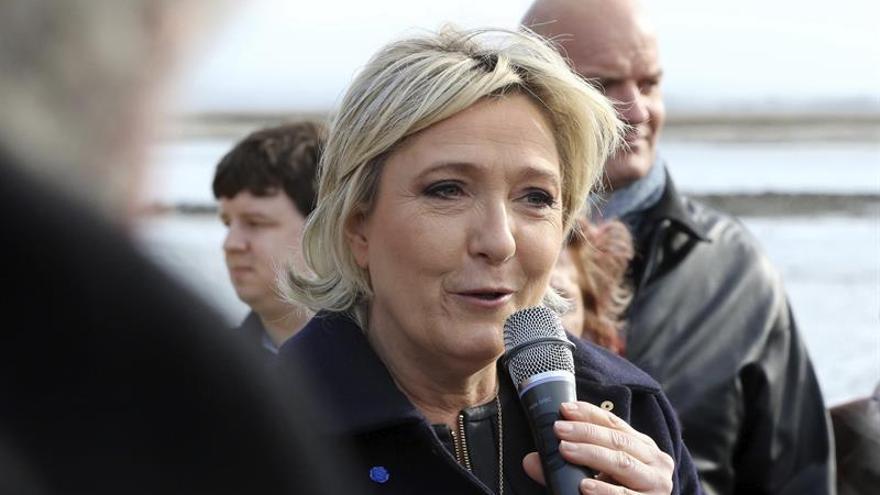 """Moscovici: El proyecto de Marine Le Pen es """"suicida"""" para Europa"""