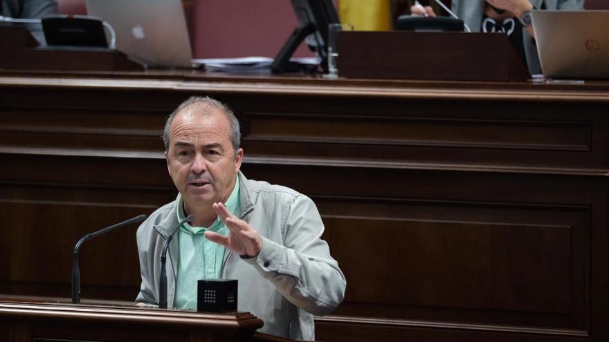 Francisco Déniz, en el Parlamento de Canarias