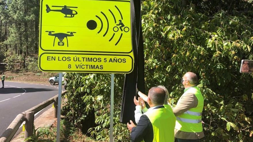 Canarias estrena nuevas señales de tramo de alto riesgo para motoristas