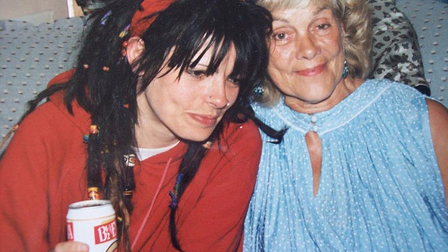 Jull Phipps junto a su madre, Nancy
