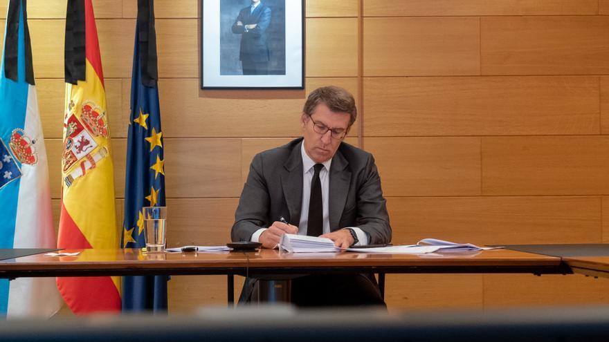 El presidente de la Xunta asiste a una videoconferencia con Pedro Sánchez y otros presidentes autonómicos