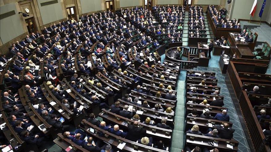El Parlamento polaco aprueba la polémica reforma del Constitucional