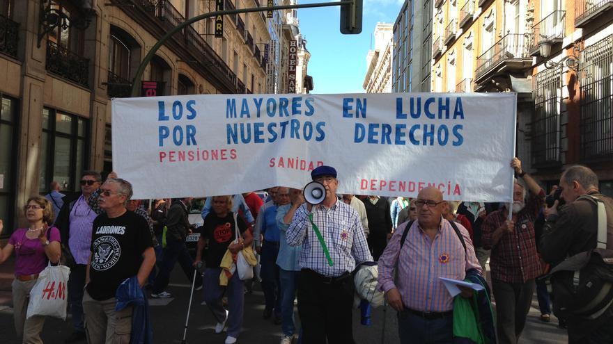 Un grupo de pensionistas se manifiesta en Madrid por sus derechos el 2 de octubre. Foto: Gonzalo Cortizo.