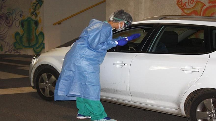 Archivo - Puestos de 'CoroAuto' en Cantabria para pruebas PCR desde el coche