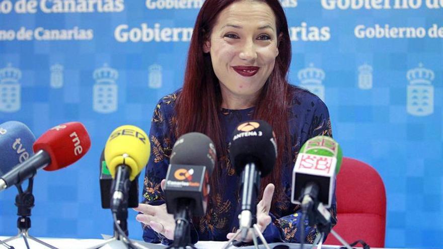 La vicepresidenta del Gobierno de Canarias y consejera de Empleo, Políticas Sociales y Vivienda, Patricia Hernández, expone la situación actual en materia de dependencia en Canarias. EFE/Cristóbal García