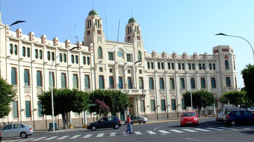 La Guardia Civil registra varias dependencias municipales de Melilla