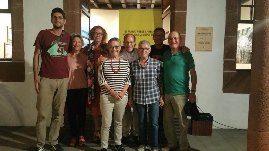 Alejandro Solalinde con los miembros del grupo local de Amnistía Internacional. Foto. LUZ RODRÍGUEZ.