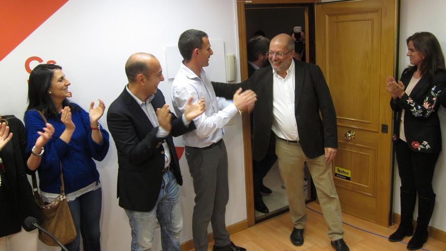 Dirigentes y diputados de Ciudadanos felicitan a Igea por su victoria en las primarias al corregirse los resultados