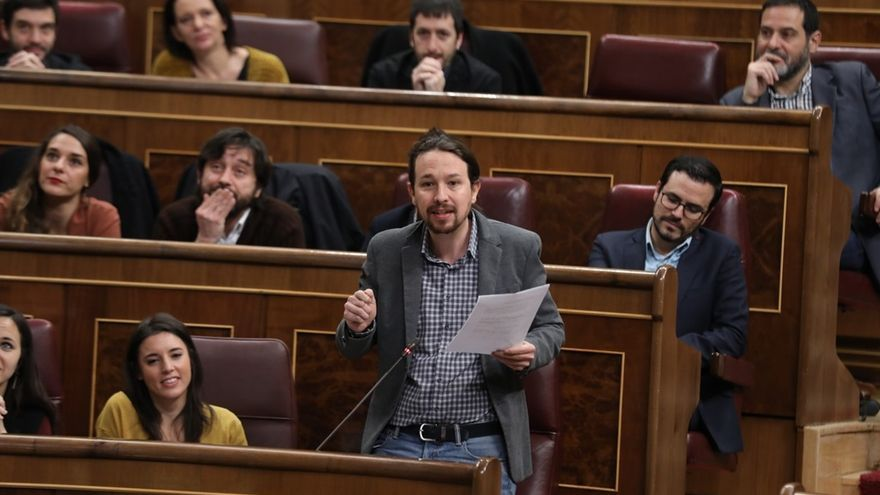"""Pablo Iglesias transmite a sus diputados su """"optimismo"""" ante la posibilidad de que triunfe la moción contra Rajoy"""