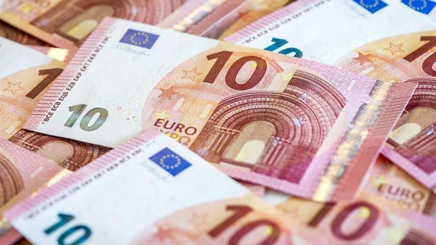 Dos bancos griegos ceden 1.350 millones en deudas morosas al fondo KKR