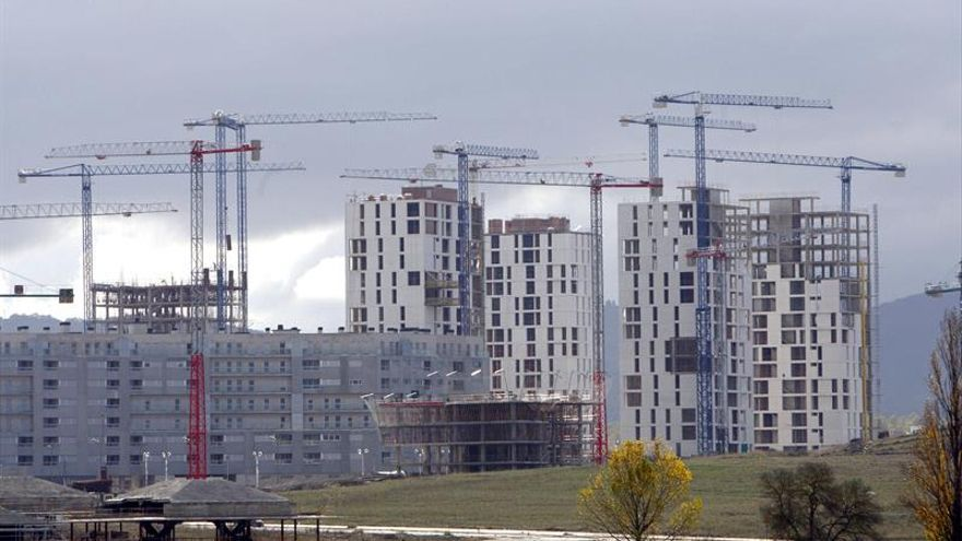 La compraventa de viviendas sube en mayo un 17,5 %, según los notarios