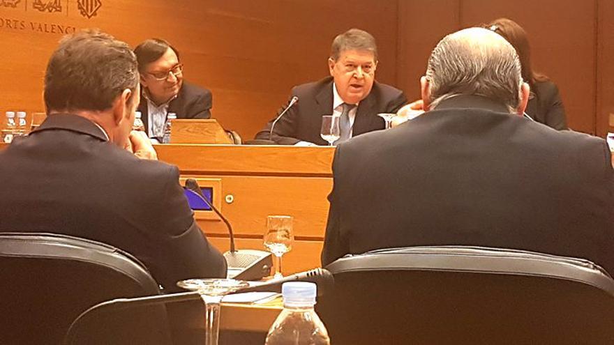 El expresident de la Generalitat José Luis Olivas durante su comparecencia en las Corts