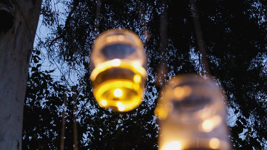 Iluminación artesanal en Miraflores (Sevilla)
