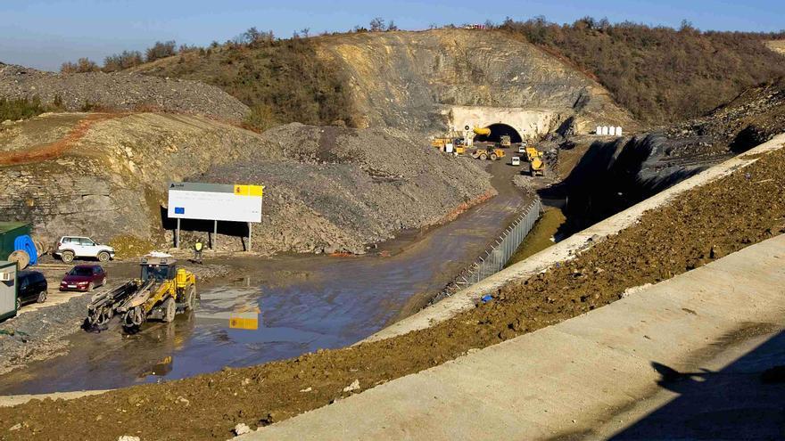Obras de construcción del tren de alta velocidad en Euskadi./EDN