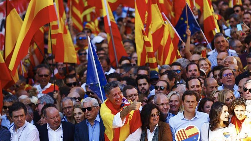 Miles de personas se manifiestan Barcelona en defensa de la unidad de España