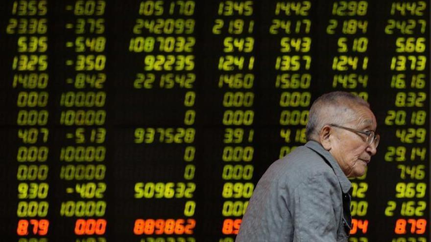 La bolsa de Hong Kong retrocedió un 0,11 % a media sesión