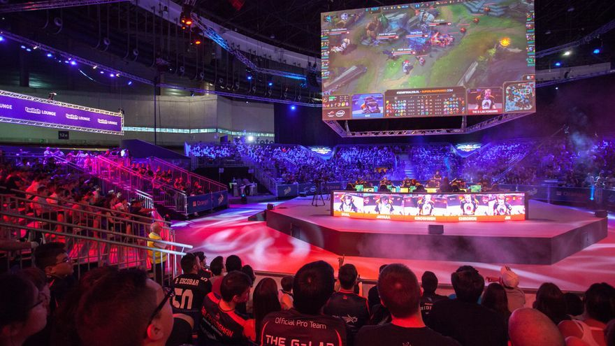 El estadio de los partidos de League of Legends en Gamergy, durante una semifinal / ANTONIO RULL