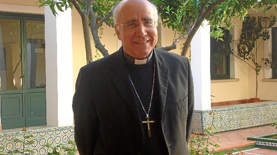 El Obispo onubense, José Vilaplana, ha entrado de lleno en un debate en el que la Iglesia se mantenía en un segundo plano.