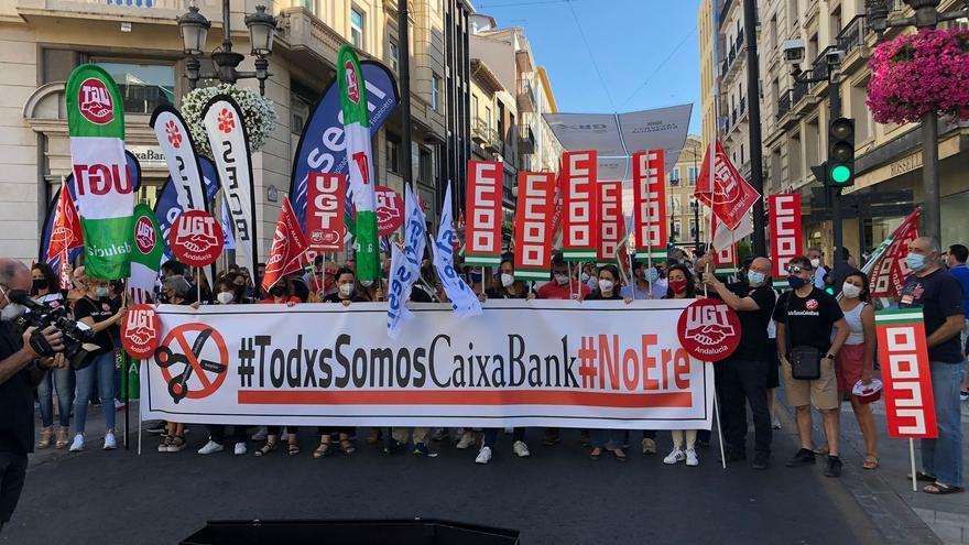 Manifestación de trabajadores de CaixaBank este martes.