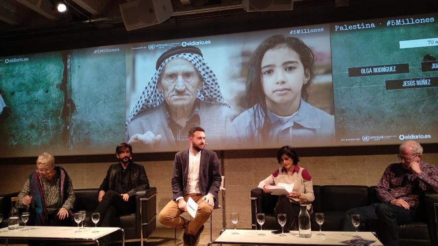 De izquierda a derecha: Teresa Aranguren, Ricard García Vilanova, Juan Luis Sánchez, Olga Rodríguez y Jesús Núñez en el debate '5 millones'.