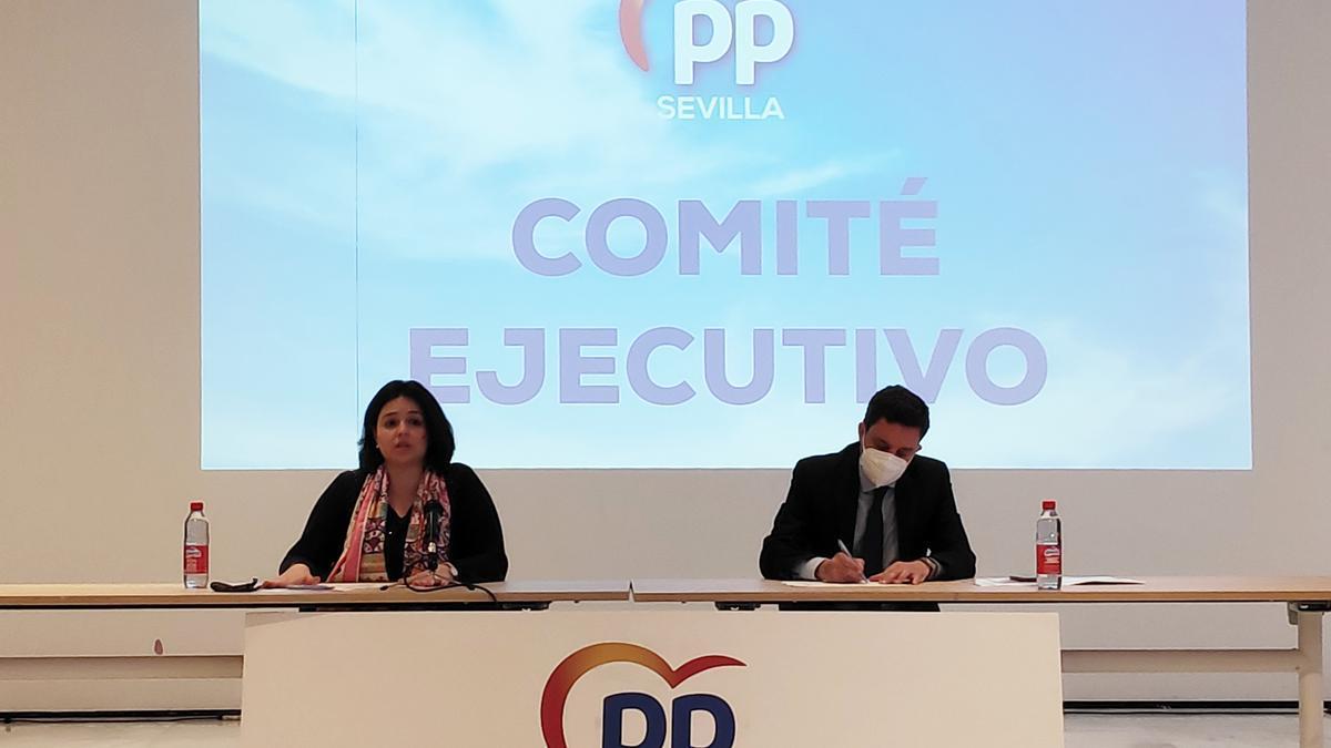 Virginia Pérez preside el comité en el que presentó su nueva ejecutiva.