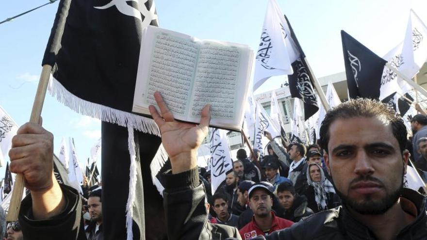 El Parlamento tunecino aprueba dos tercios de los artículos de la Constitución