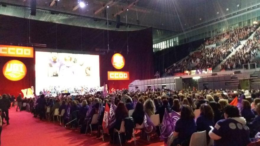 Acto de reivindicación de los sindicatos UGT y CCOO en la Caja Mágica de Madrid con 10.000 representantes sindicales para exigir los cambios en la reforma laboral.