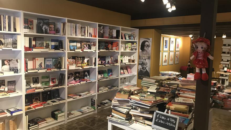 """Raquel Carrasco, librera: """"Las librerías pequeñas de ciudades pequeñas arriesgan su dinero para dinamizar la cultura"""""""