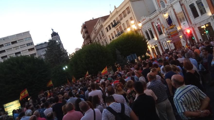 Concentración convocada por la UCLM en Albacete en apoyo de los catalanes no nacionalistas.