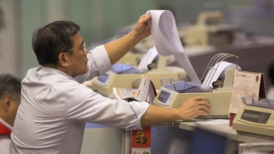 El Hang Seng pierde el 0,63 por ciento a media sesión