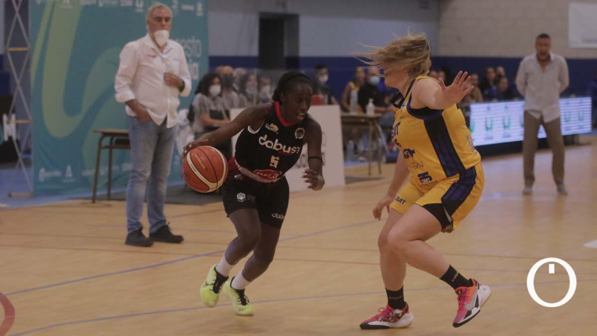 Lance del duelo del Córdoba Baloncesto Femenino